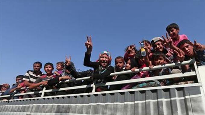 Syria war: Manbij celebrates liberation from ISIL