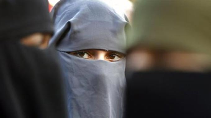 Reports: Morocco bans production and sale of burqa
