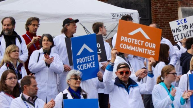 US Scientists Taking Up Unusual Role as Protesters