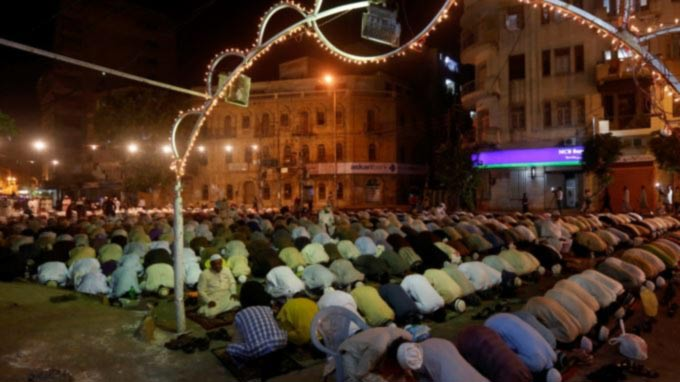 Two Influential Somali Clerics Reject Violence as Ramadan Begins