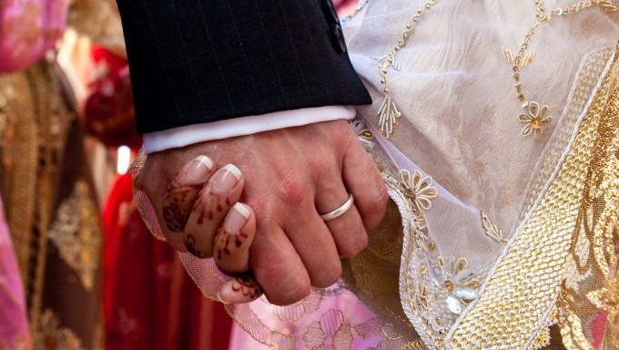 Muslim woman writes Halal guide to 'mind-blowing' sex