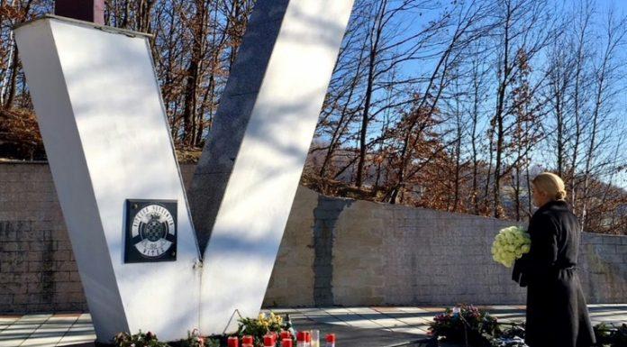 Croatia leader visits site of wartime massacre of Muslims