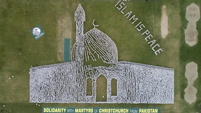 Pakistanis form human image of Christchurch mosque