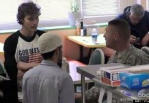 An American Hero - Soldier Amazing Response To Anti-Muslim Comments We Live In America