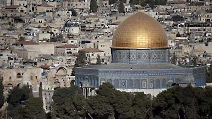 Why is al-Aqsa mosque compound a recurrent flash point?