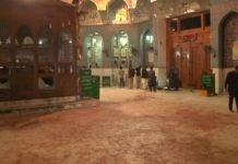 Pakistan: suicide bombing in religious shrine kills at least 72, including children