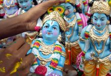 To interest low-caste Indians in Christianity, evangelicals add Hindu traditions