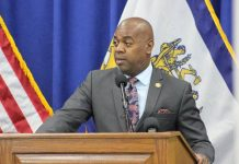 Newark mayor signs sweeping sanctuary city executive order