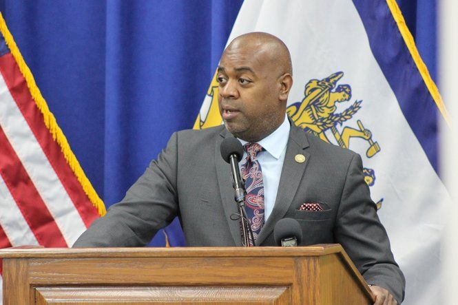 Newark mayor signs sweeping sanctuary city executive order