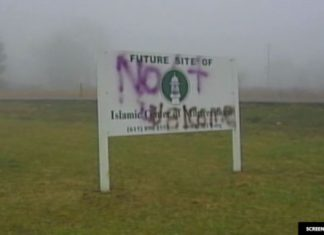 Vandals strike Tennessee mosque